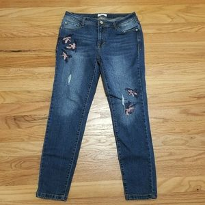 Kensie Skinny Crop Bird Embroidered Jean 6 or 28